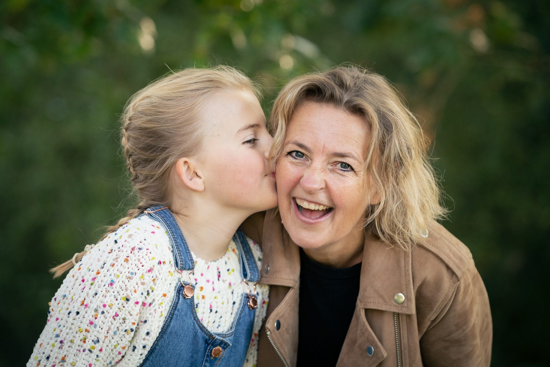 Get In The Picture - photo of mum & daughter